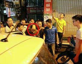 """Hà Nội: Kẻ đâm người, cầm dao cố thủ trong nhà """"sở hữu"""" 6 tiền án"""
