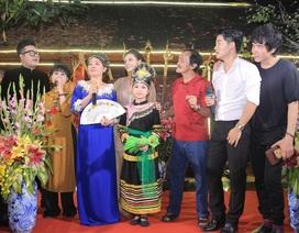 """Nghệ sỹ Giang """"còi, MC Thảo Vân bất ngờ trổ tài ca sỹ trong lễ giỗ tổ"""