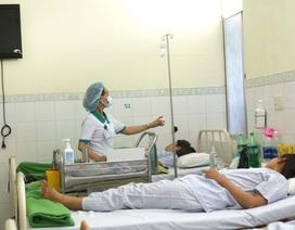 Gần 50 du khách Lào nhập viện nghi ngộ độc thực phẩm