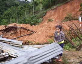 Người dân bị sập nhà do lũ chậm nhận được tiền hỗ trợ