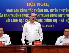 """""""Nhờ dân ghi hình, dư luận mới biết vụ bác sĩ gốc Việt bị lôi khỏi máy bay"""""""
