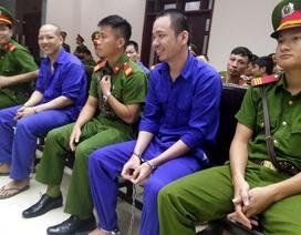 Tử tù trốn trại Nguyễn Văn Tình cười tươi khi hầu tòa