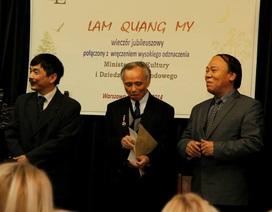 Nhà khoa học bắc cầu cho thơ Việt vươn xa