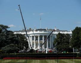 """Nhà Trắng tất bật """"thay áo mới"""" nhân lúc Tổng thống Trump đi nghỉ"""