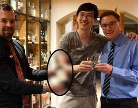 """Nhà văn Trung Quốc chi 10.000 USD mua một ly rượu """"dỏm"""""""