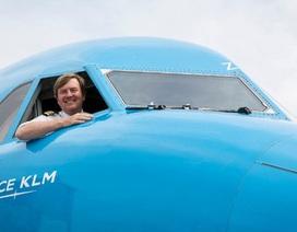 Vua Hà Lan bí mật hành nghề phi công suốt 21 năm