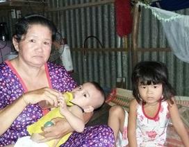 Hai con thơ quay quắt trong đói khát khi mẹ lâm trọng bệnh