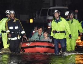 Mưa lớn chưa từng có đổ bộ Nhật Bản, 400.000 người sơ tán