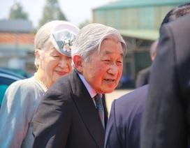 """Sức khỏe """"ít người bì kịp"""" của nhà vua và Hoàng hậu Nhật Bản"""