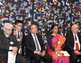 Thủ tướng giới thiệu về bức tranh kinh tế tươi sáng của Việt Nam tại Davos