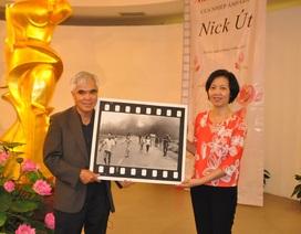 """Nhiếp ảnh gia Nick Út tặng bức ảnh """"Em bé Napalm"""" cho Bảo tàng Việt Nam"""