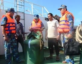 Cảnh sát biển bắt giữ 4 tàu nước ngoài chở trên 1.200 lít dầu không rõ nguồn gốc