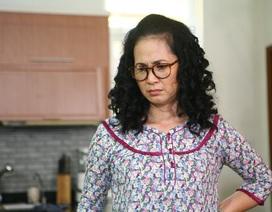 NSND Lan Hương bị cua đâm thủng móng tay khi đóng phim