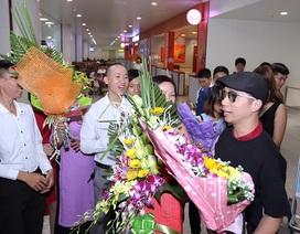 Áo dài Việt dát vàng được chào đón nồng nhiệt ngày trở về