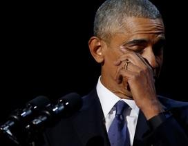 Tổng thống Obama rớm lệ trong diễn văn từ biệt