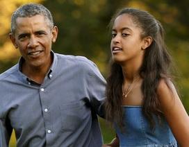 """Ông Obama như """"phẫu thuật mở tim"""" khi tiễn con gái vào đại học"""