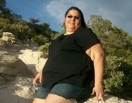 Sởn da xem gần 8kg mỡ bụng thừa của bệnh nhân béo phì được cắt bỏ