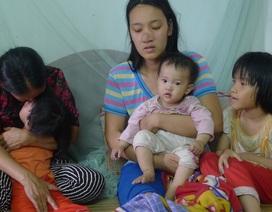 Quặn lòng mẹ bị ung thư giai đoạn cuối ôm con 10 tháng tuổi khóc lả vì khát sữa