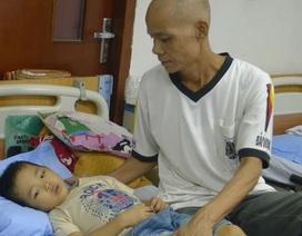 Bố ung thư phổi đi chăm con bệnh máu trong nghẹn ngào nỗi đau