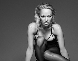 Pamela Anderson nóng bỏng ở tuổi 50