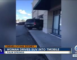 Tức giận vì không được hỗ trợ, người phụ nữ lao xe SUV vào cửa hàng T-Mobile ở Mỹ
