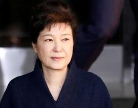 """Bác sĩ phẫu thuật thẩm mỹ """"chui"""" cho cựu Tổng thống Hàn Quốc bị kết án tù"""