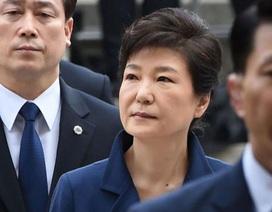 Cựu Tổng thống Hàn Quốc ăn cơm tù, tự giặt quần áo trong trại giam