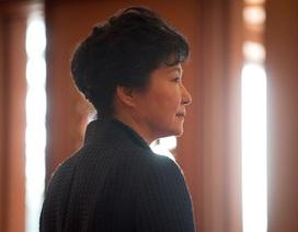 Tổng thống Hàn Quốc bị phế truất chưa thể rời Nhà Xanh sau cú sốc