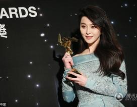 Phạm Băng Băng xinh đẹp nhận giải thưởng ở Hàn Quốc