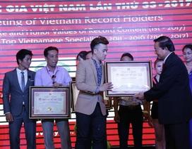"""9X Phạm Hồng Minh giành kỷ lục """"Họa sĩ vẽ tranh trình diễn đầu tiên Việt Nam"""""""