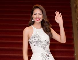 """Phạm Hương diện lại bộ """"Thiên nga trắng"""" tại Hoa hậu Hoàn vũ Thế giới"""