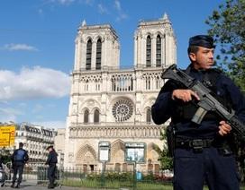 Kẻ tấn công nhà thờ Đức Bà Paris hét lớn thông điệp ủng hộ Syria