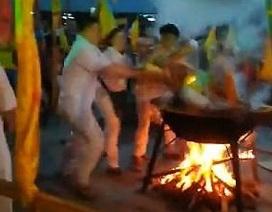 """Pháp sư bị bỏng tử vong khi xông hơi trên chảo lửa để """"tẩy rửa tâm hồn"""""""
