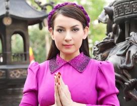 Phi Nhung dung dị áo dài tím cất tiếng hát nơi cửa chùa