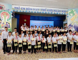 Phó Chủ tịch nước thăm và trao học bổng cho trẻ em Làng Hy Vọng