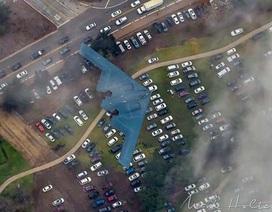 Máy bay ném bom lớn nhất thế giới trổ tài lượn sát đất