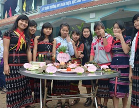 Học sinh Cơtu trổ tài thi nấu ăn chào mừng năm mới