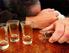 Vì sao uống rượu xong, nhiều người nhập viện vì viêm phổi, đột quỵ?