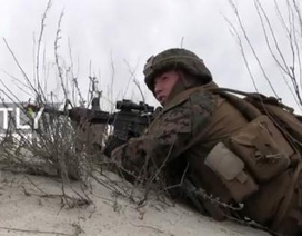 Binh sĩ NATO ngã nhào trong tập trận đề phòng Nga