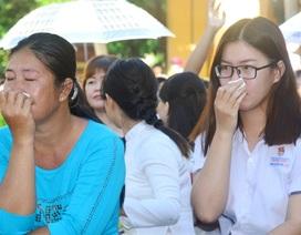 Học sinh nghẹn ngào trong ngày lễ tri ân ra trường