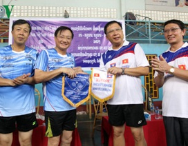 Giao lưu thể thao giữa ĐSQ Việt Nam và Văn phòng Chủ tịch nước Lào