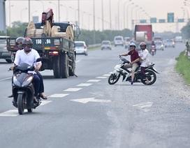 Hà Nội: Hàng loạt xe máy bỏ chạy khi thấy CSGT trên đại lộ Thăng Long