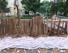 Hà Nội: Nơm nớp lo khi đi qua đường liên tục sạt lở
