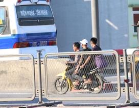 """Xe khách, xe ôm """"đại náo"""" cao tốc trên cao ở Hà Nội"""
