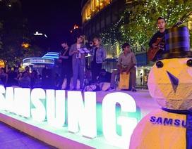 Người dân Sài Gòn, Hà Nội tưng bừng chào đón năm mới 2017