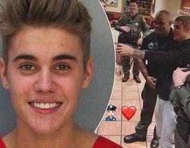 """""""Hoàng tử nhạc pop"""" phá lệ chụp ảnh tự sướng vì… cảnh sát"""