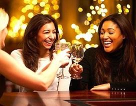 Sốc với tác dụng không ngờ của rượu tới nhan sắc