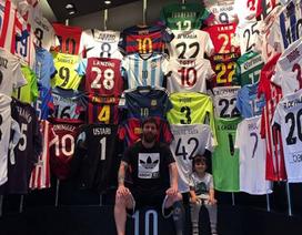 """Messi khoe bộ sưu tập áo đấu siêu """"khủng"""""""