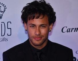 Vừa chia tay bạn gái xinh đẹp, Neymar khoe ngay tóc mới