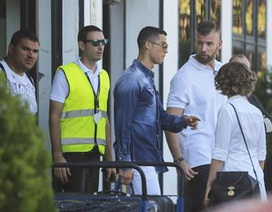 Bạn gái bực tức với C.Ronaldo vì chuyện có con riêng?